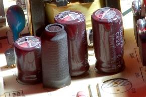 bulgy capacitors - condensateurs gonflés/boursouflés